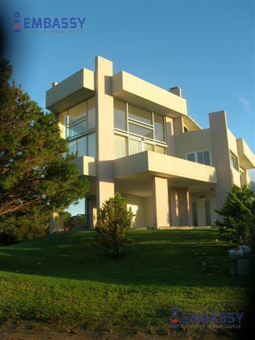 Foto Casa en Alquiler temporario en  Carilo ,  Costa Atlantica  Calle Paraiso y Avestruz
