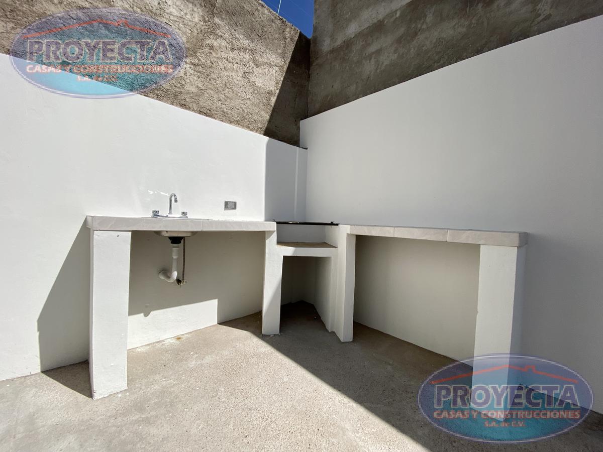 Foto Casa en Venta en  Fraccionamiento Residencial Villa Dorada,  Durango  CASA FRENTE AREA VERDE EN FRAC PRIVADO CERCA DE SAMS EL EDEN