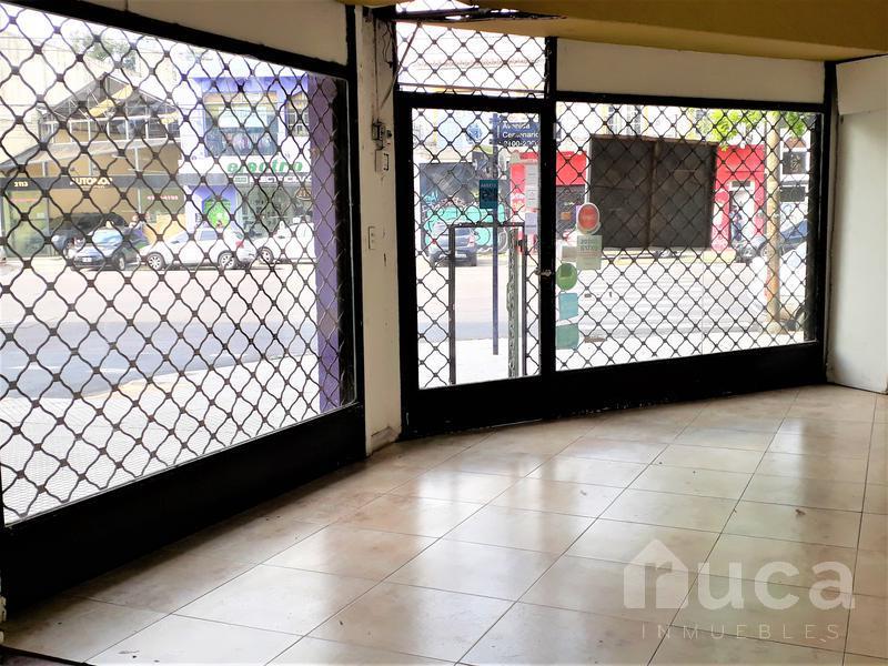 Foto Local en Alquiler en  Beccar,  San Isidro  Local en esquina rodeado de comercios | Av. Centenario al 2100