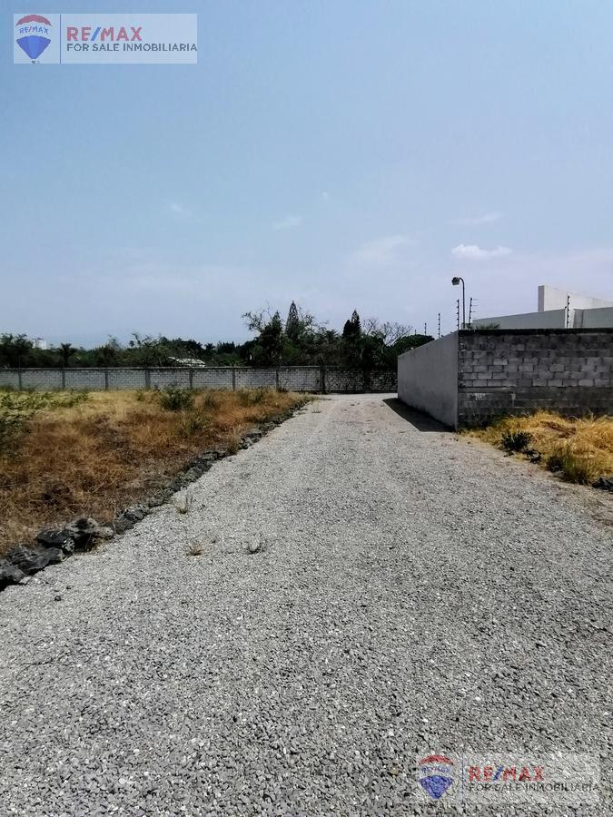 Foto Terreno en Venta en  Centro Jiutepec,  Jiutepec  ¡Atención Constructores! Terreno en el Centro de Jiutepec…Clave 3202