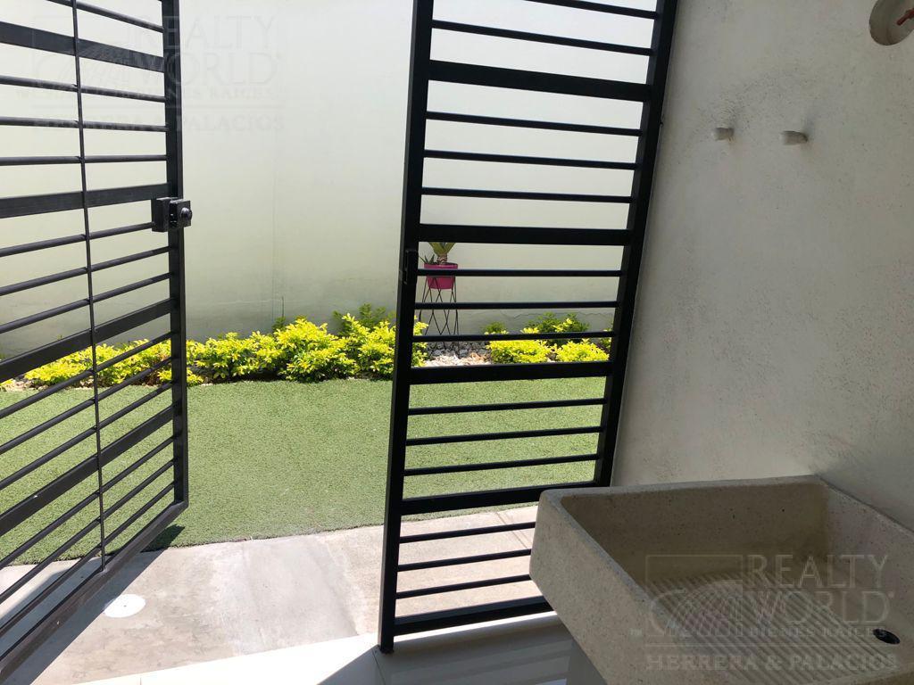 Foto Casa en Venta en  García ,  Nuevo León   CASA EN VENTA EN ZONA CUMBRES 3 PLANTAS