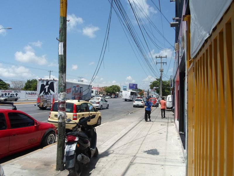 Foto Local en Venta en  Supermanzana 61,  Cancún  Se Vende Local Comercial En Cancún Sobre Av. López Portillo