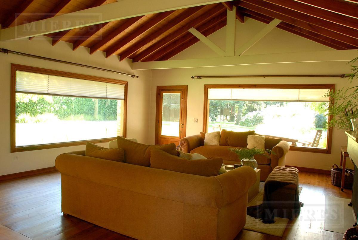 Muy linda casa en Lomas de San Isidro