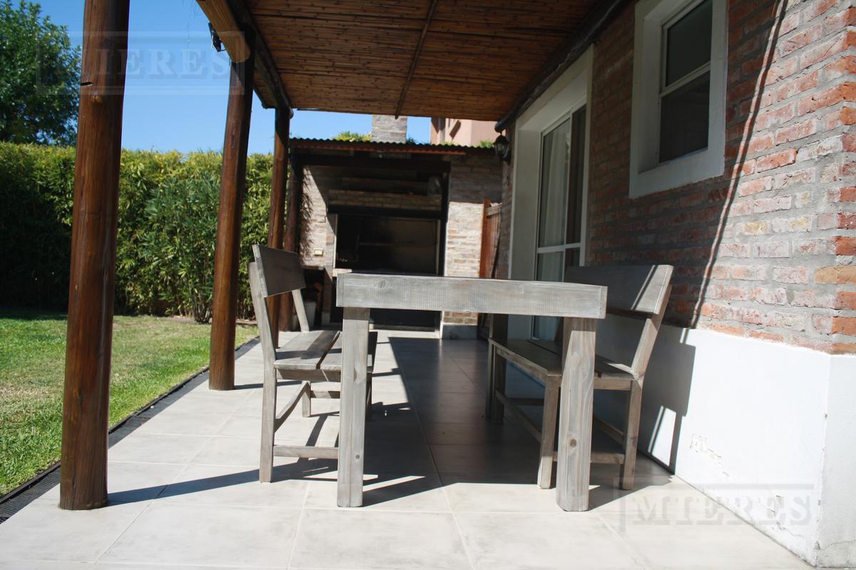 Lindisima casa en el Barrio Los Alamos