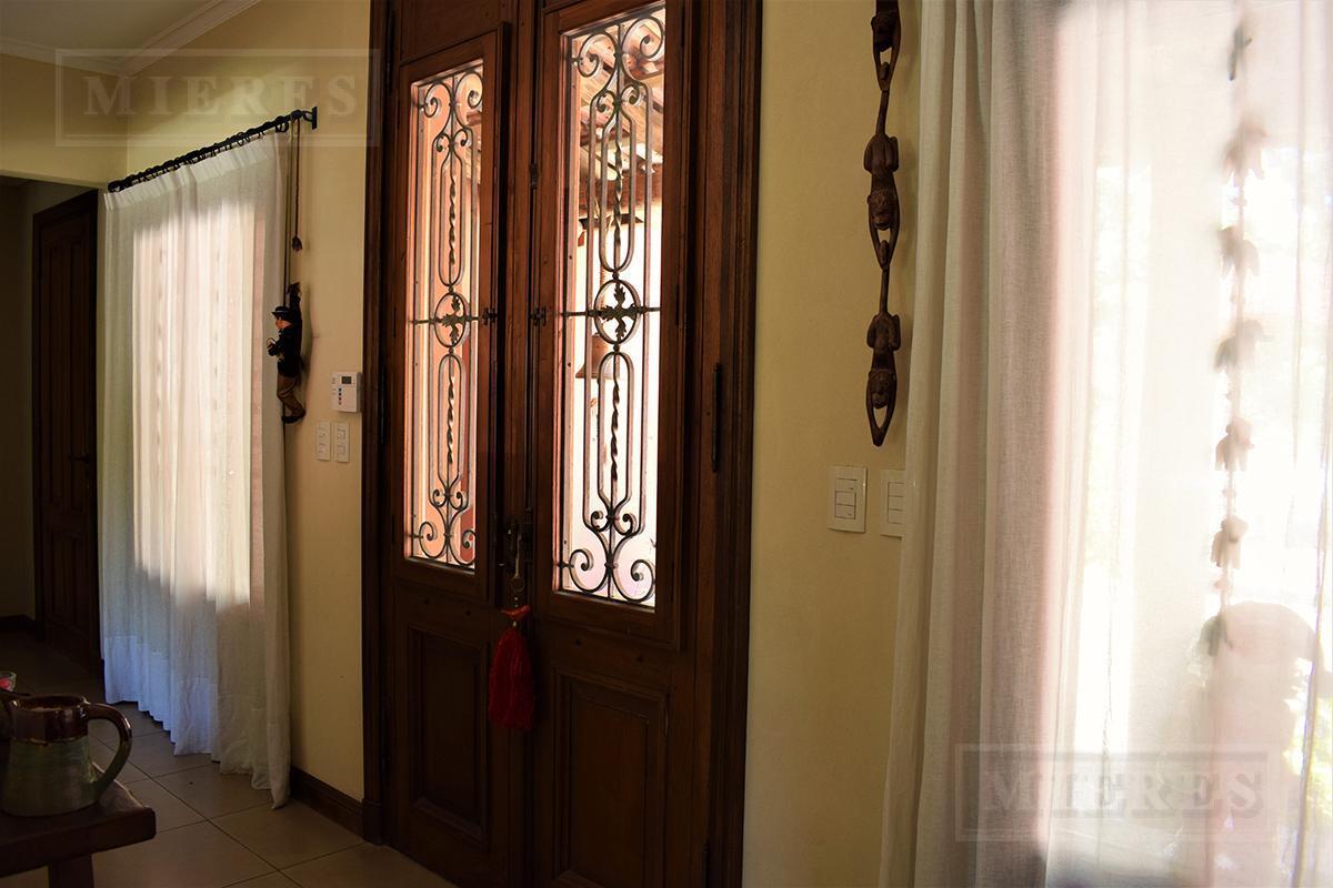 Mieres Propiedades - Casa de 465 mts. en Ayres de Pilar
