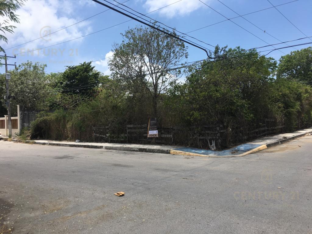 Foto Terreno en Venta en  Playa del Carmen,  Solidaridad          Se Vende Terreno  en Esquina, Céntrico  en Playa del Carmen P2858