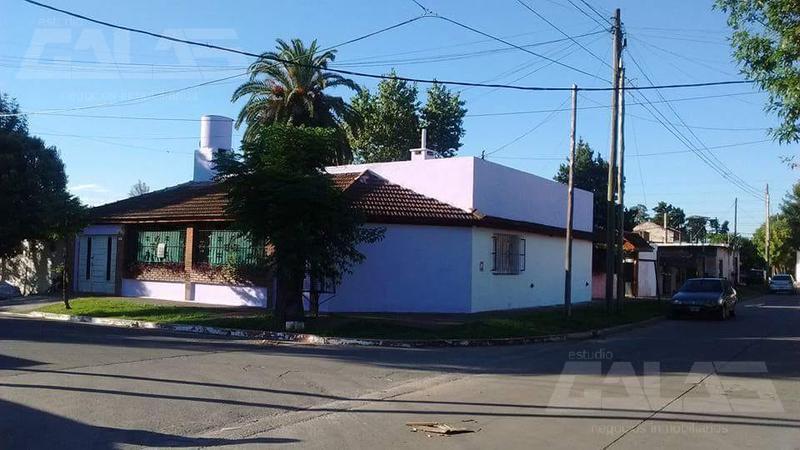 Foto Quinta en Venta en  Castelar Sur,  Castelar  Palmero al 3500