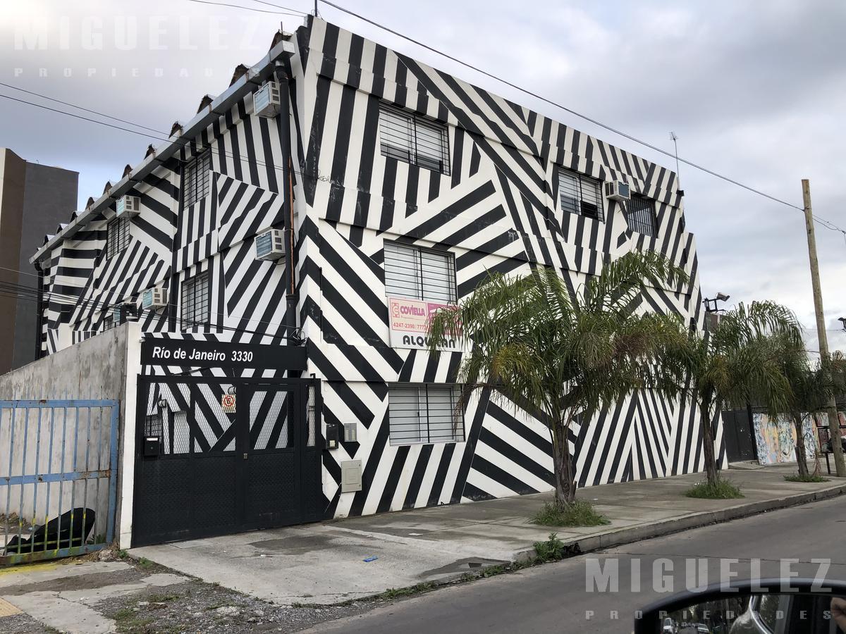 Foto Casa en Venta en  Temperley,  Lomas De Zamora  CASA EN VENTA TEMPERLEY, ALEMANDRI 1600