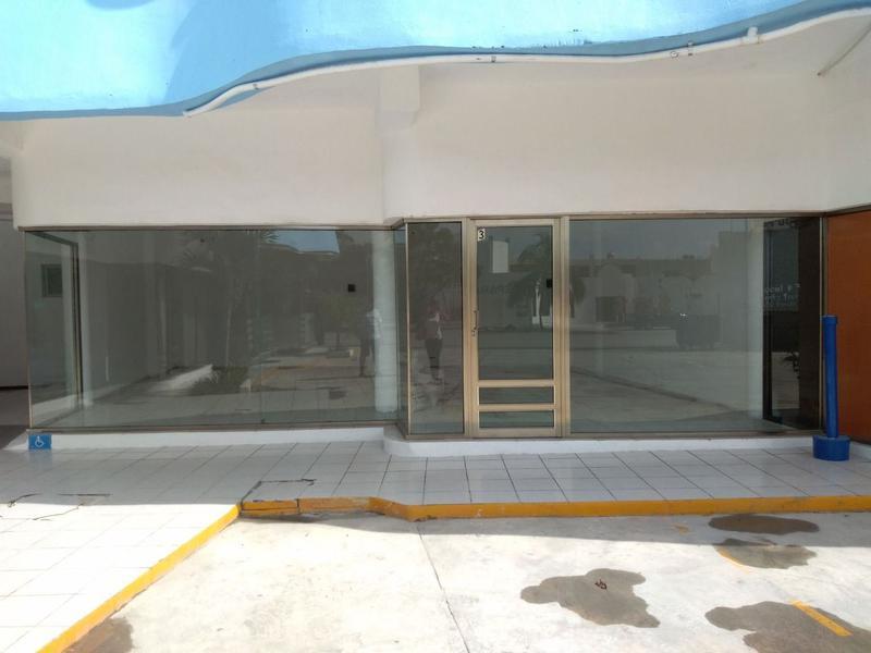 Foto Local en Renta en  Playa del Carmen ,  Quintana Roo  LOCAL COMERCIAL SOBRE ARCO VIAL CENTRO MAYA PLAYA DEL CARMEN P2693
