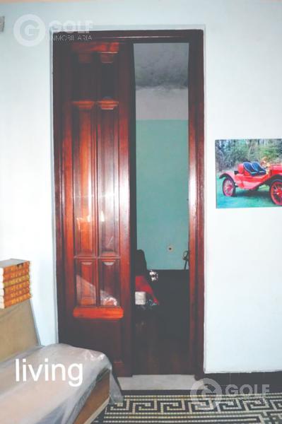 Foto Casa en Venta en  Villa Española ,  Montevideo  Casa de 3 dormitorios con garaje para 3 o 4 autos, a reciclar