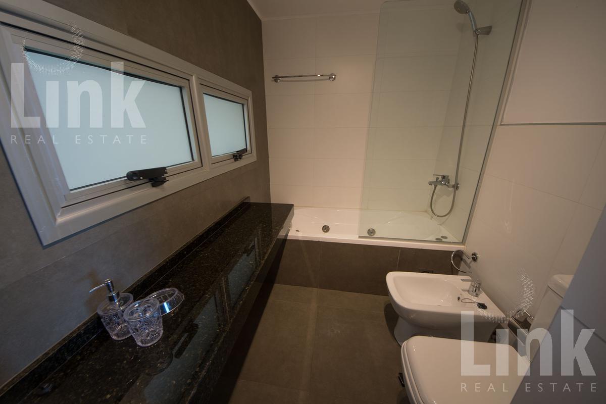 Foto Apartamento en Venta | Alquiler en  Playa Mansa,  Punta del Este  Playa Mansa
