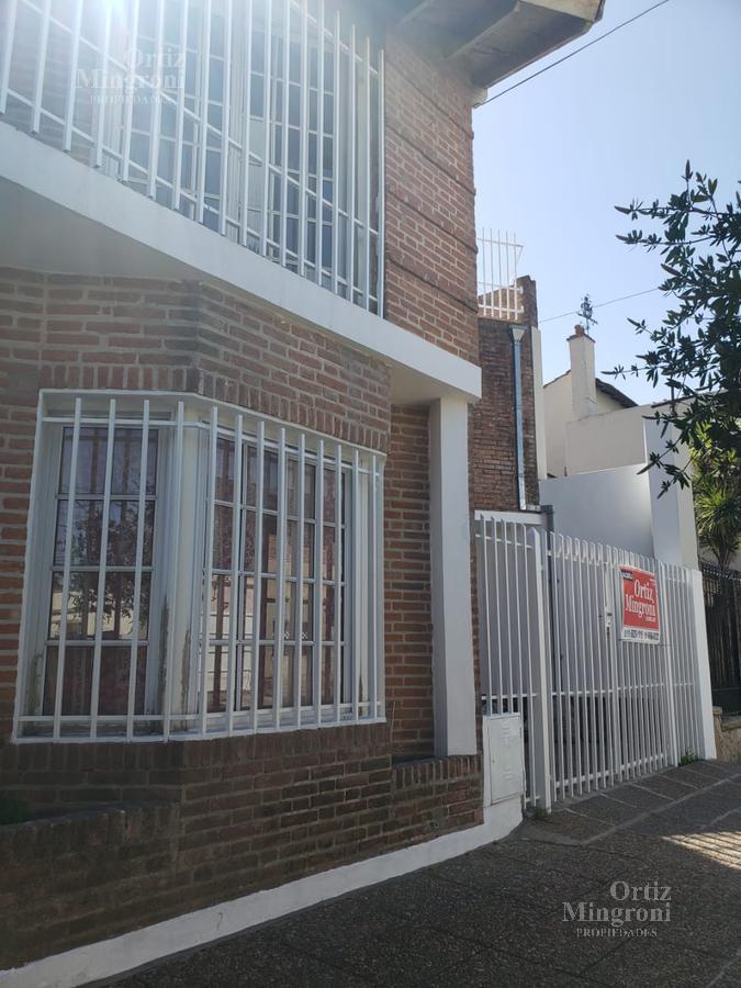 Foto PH en Alquiler en  Lomas de Zamora Este,  Lomas De Zamora  Pedernera al 900