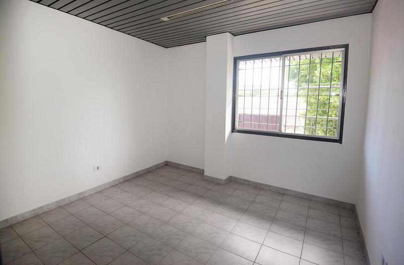 Foto Galpón en Venta en  Bernal,  Quilmes  General Smith 400