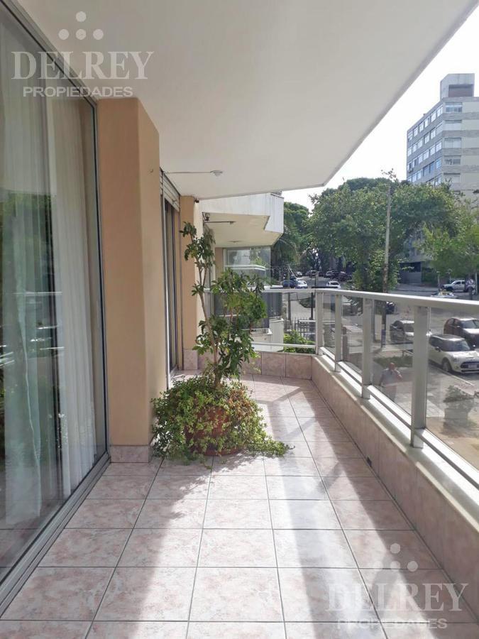 Foto Departamento en Alquiler en  Pocitos ,  Montevideo  Bvar España y Ellauri