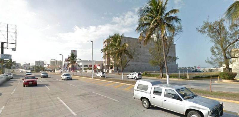 Foto Terreno en Venta |  en  Fraccionamiento Las Americas,  Boca del Río  TERRENO EN VENTA AV. RUIZ CORTÍNES