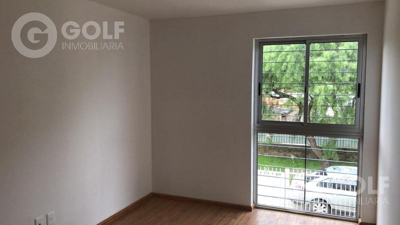 Foto Casa en Alquiler en  Malvin Norte ,  Montevideo  Casa en  propiedad horizonal, jardín al frente, cochera para un auto