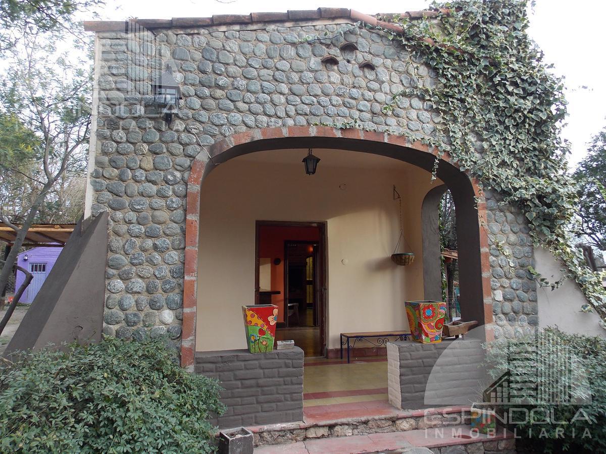 Foto Casa en Venta en  Piedra Blanca,  Junin  Las madreselvas al 800