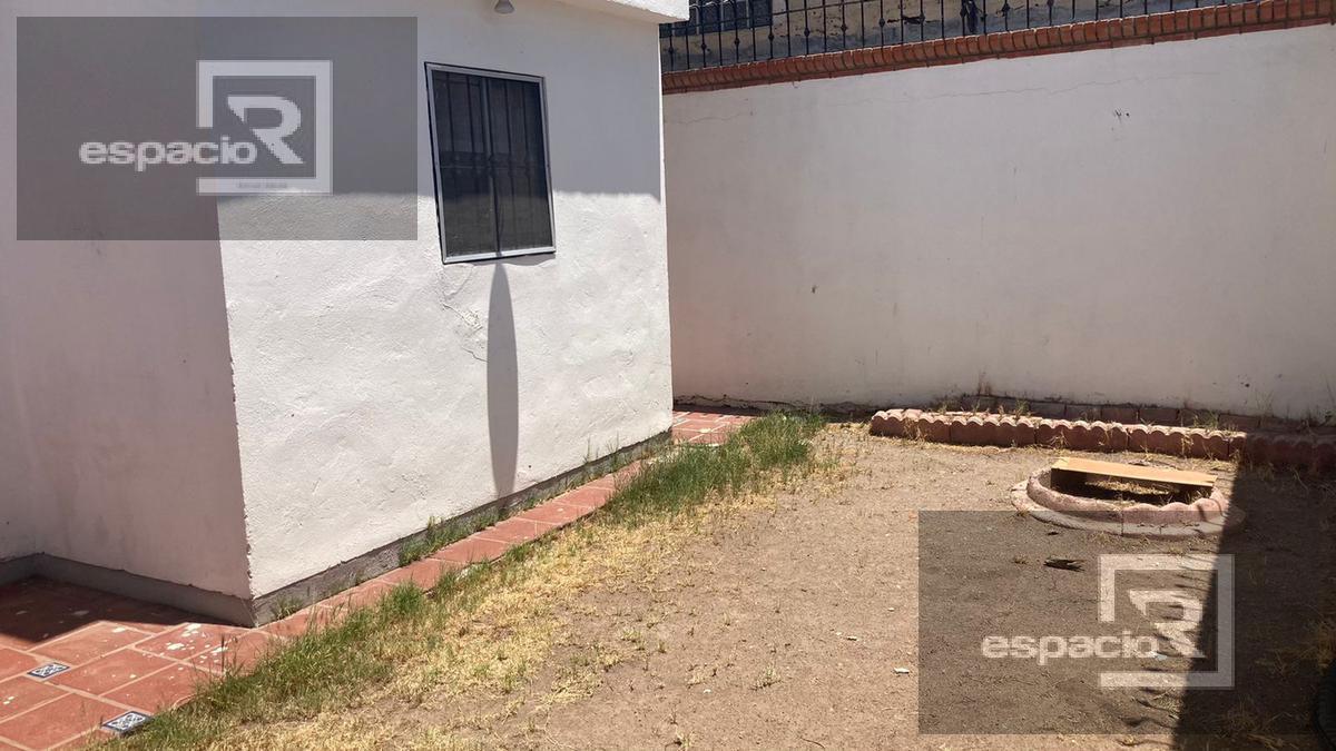 Foto Casa en Venta en  Fraccionamiento Rinconada Universidad,  Chihuahua  CASA EN  VENTA AL NORTE EN FRACCIONAMIENTO PRIVADO A UNA CUADRA DE LA UACH