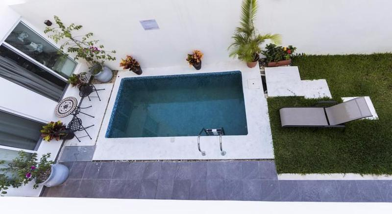 Playa del Carmen Commercial Building for Sale scene image 1