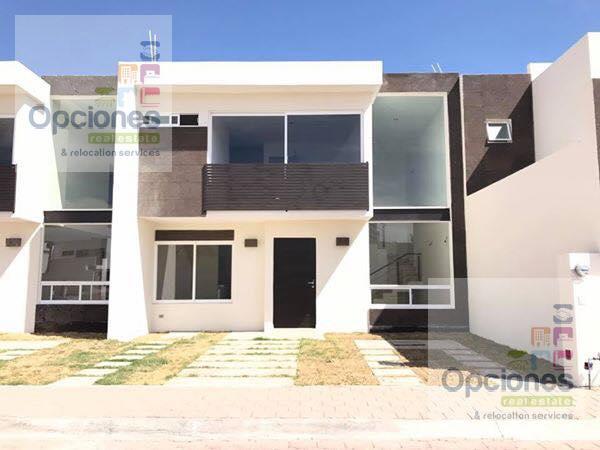 Foto Casa en condominio en Venta en  Salamanca ,  Guanajuato  Residencial Las Glorias casa Lux