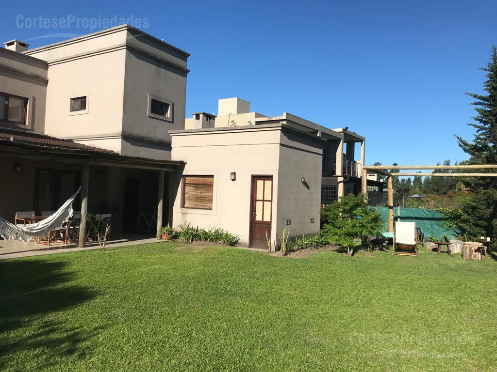 Foto Casa en Venta | Alquiler temporario |  en  Santa Catalina,  Villanueva  Barrio Santa Catalina