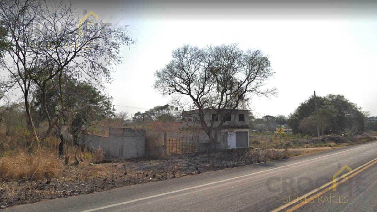 Foto Terreno en Venta en  Congregacion Rinconada,  Emiliano Zapata  Terreno en venta en la colonia Emiliano Zapata, en la entrada a  Rinconada, Ver. sobre carretera zona Puente Nacional.