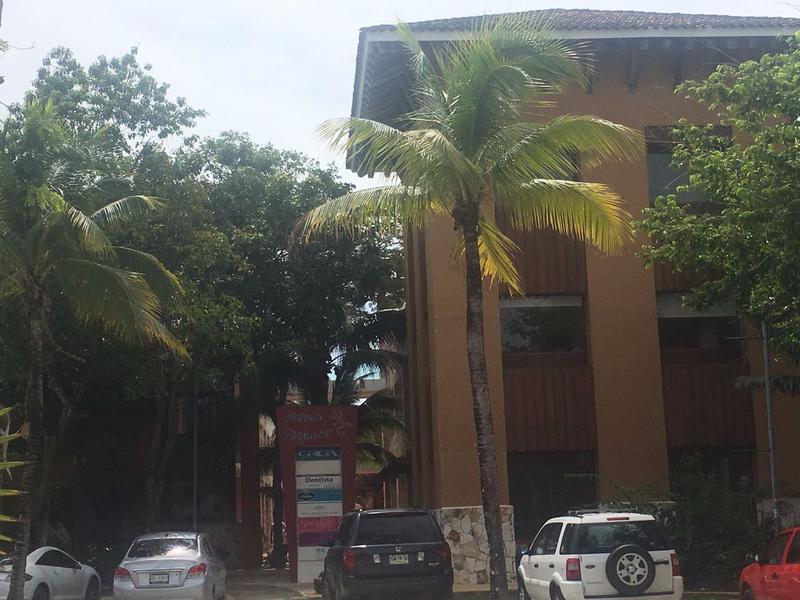 Foto Local en Venta en  Solidaridad ,  Quintana Roo  Local Comercial Playacar (Local 9B)
