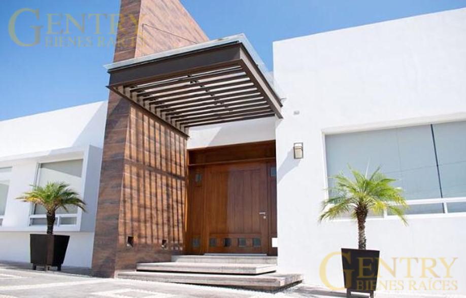 Foto Casa en Venta en  Colinas del Parque,  Querétaro  Residencia en Venta con Alberca