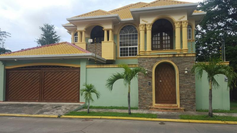 Foto Casa en condominio en Venta en  El Pedregal,  San Pedro Sula  Casa Res. El Pedregal