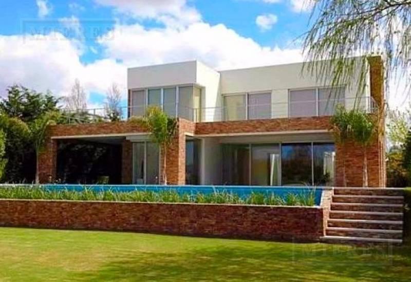 Santa Bárbara - Casa en venta con renta A LA LAGUNA (Apto crédito)