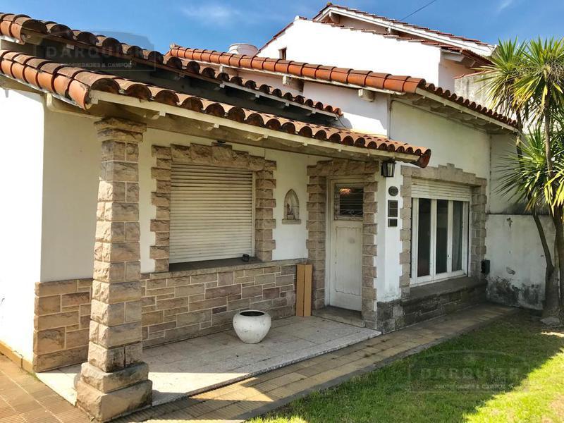 Foto Casa en Venta en  Adrogue,  Almirante Brown  COMODORO PY 1557