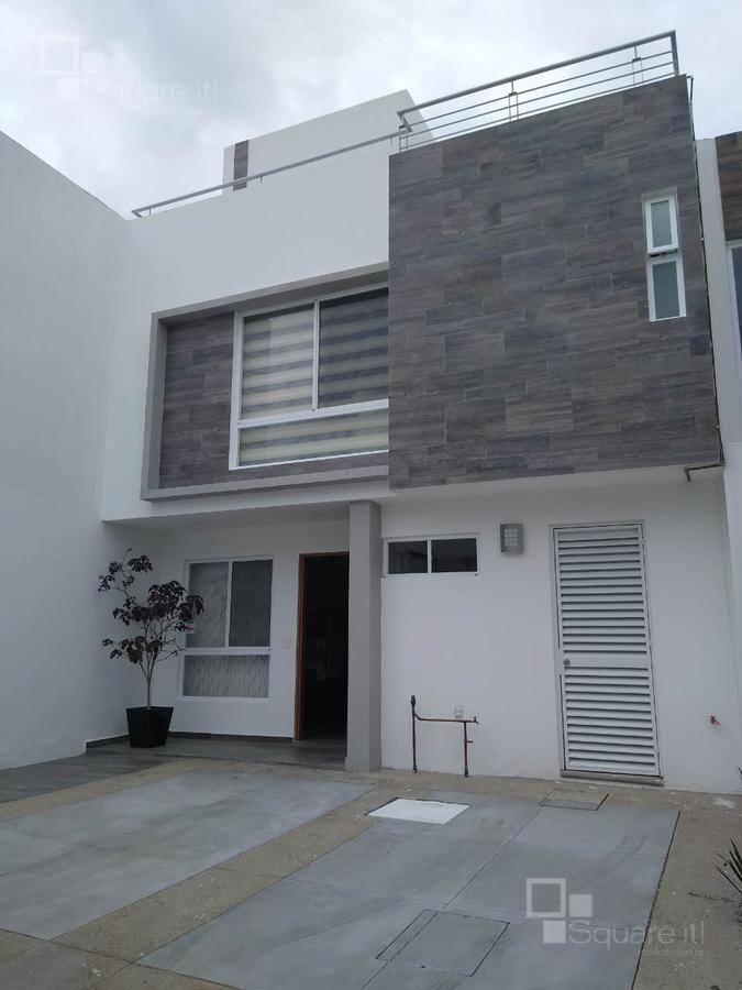 Foto Casa en Renta |  en  Fraccionamiento Lomas de  Angelópolis,  San Andrés Cholula  Renta casa en Natura II, tres recámaras, tres niveles, alberca.