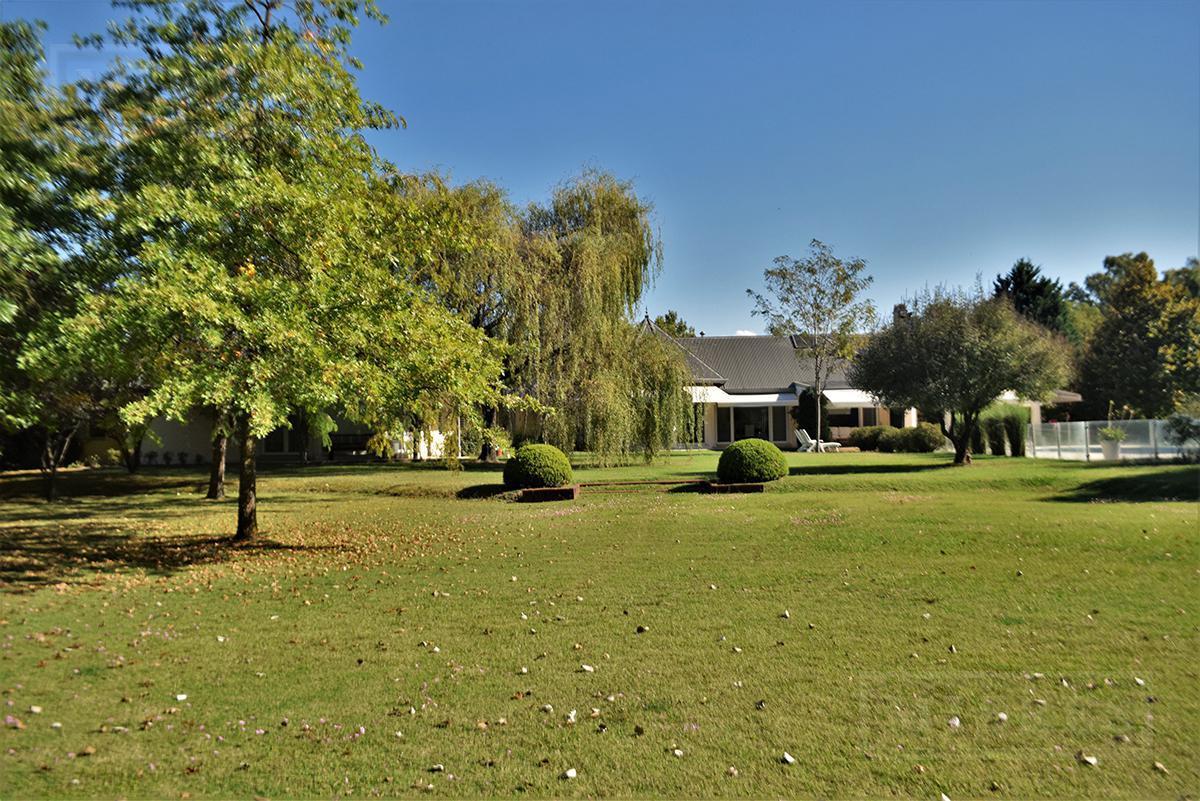 Importante casa de 750 mts en el Farm Club