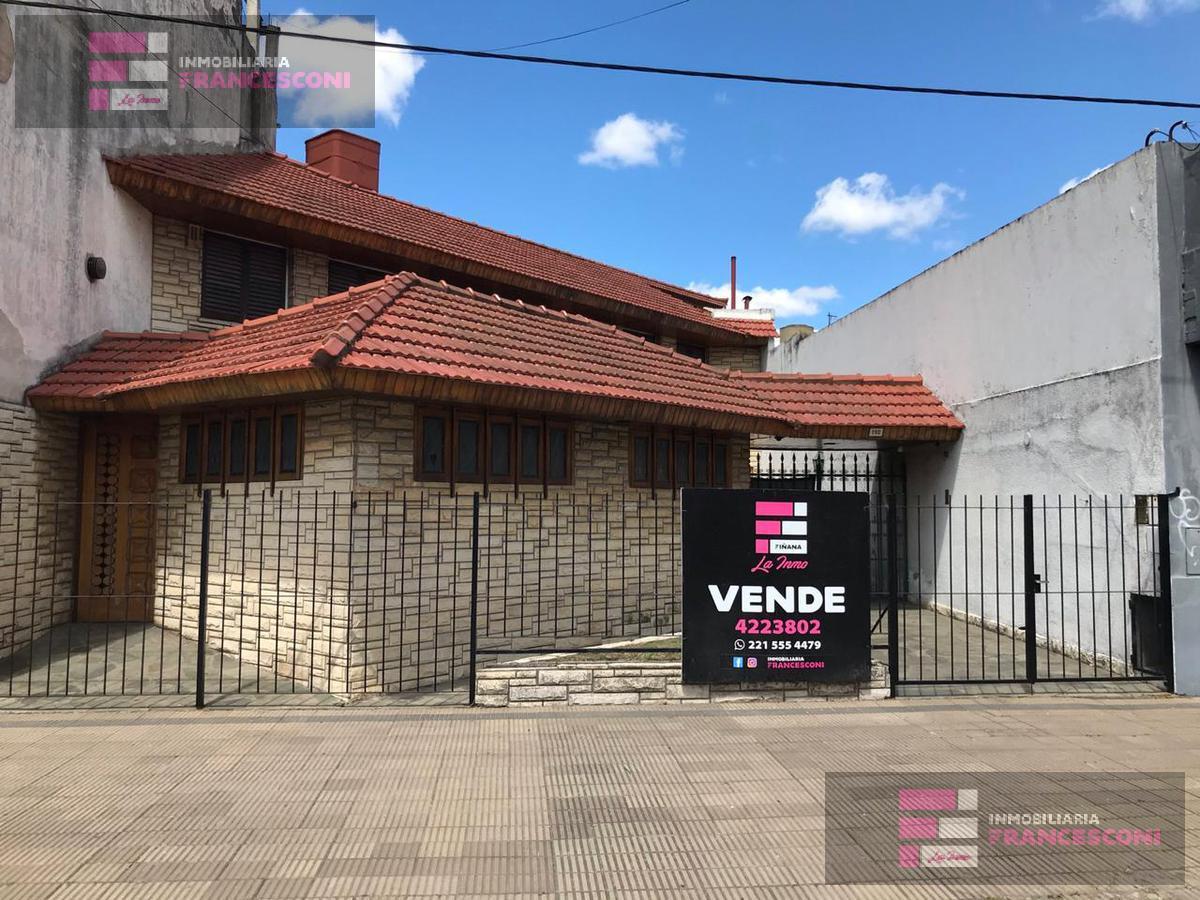 Foto Casa en Venta en  La Plata ,  G.B.A. Zona Sur  7 530 y 531