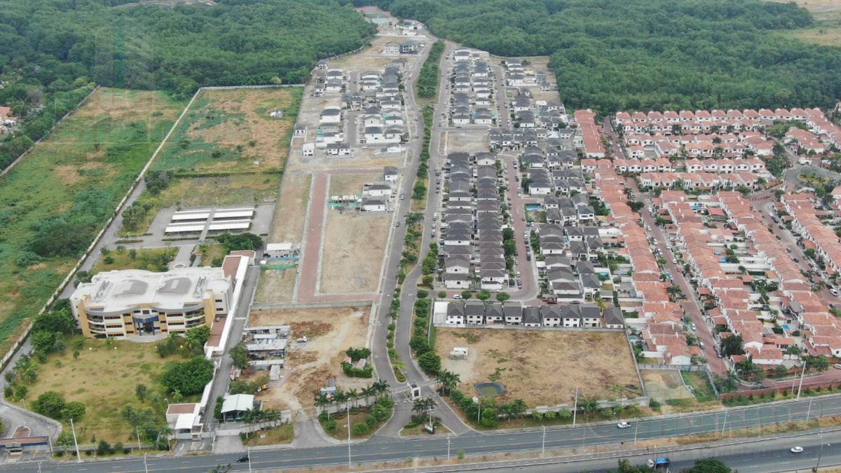 Foto Terreno en Venta en  Guayaquil ,  Guayas  TERRENO EN VENTA VIA A LA COSTA KM 13 ZONA COMERCIAL