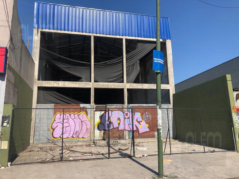 Foto Local en Alquiler | Venta en  Lomas de Zamora Oeste,  Lomas De Zamora  Avenida Hipólito Yrigoyen 8166