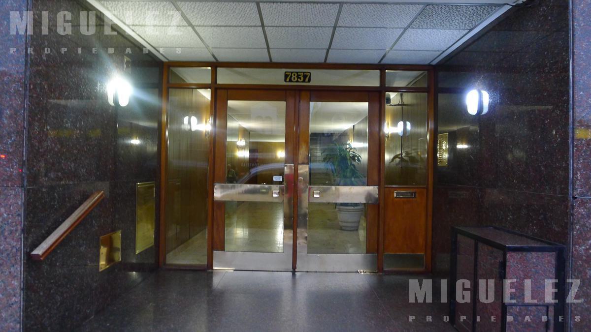 Foto Departamento en Alquiler en  Banfield Oeste,  Banfield  YRIGOYEN 7837, 7mo. D, BANFIELD