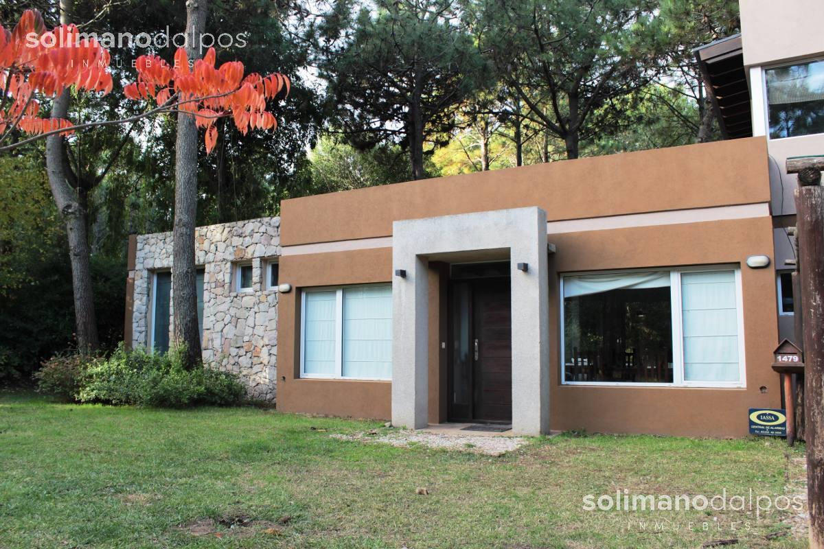 Foto Casa en Venta en  Pinamar ,  Costa Atlantica  de los titanes al 1400
