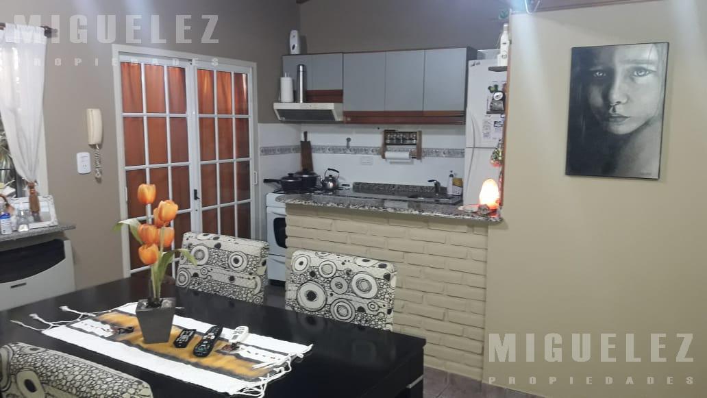 Foto PH en Venta en  Lanús ,  G.B.A. Zona Sur  FRAY Julian LAGOS 1670,  (entre Liniers y Maximo Paz), LANUS