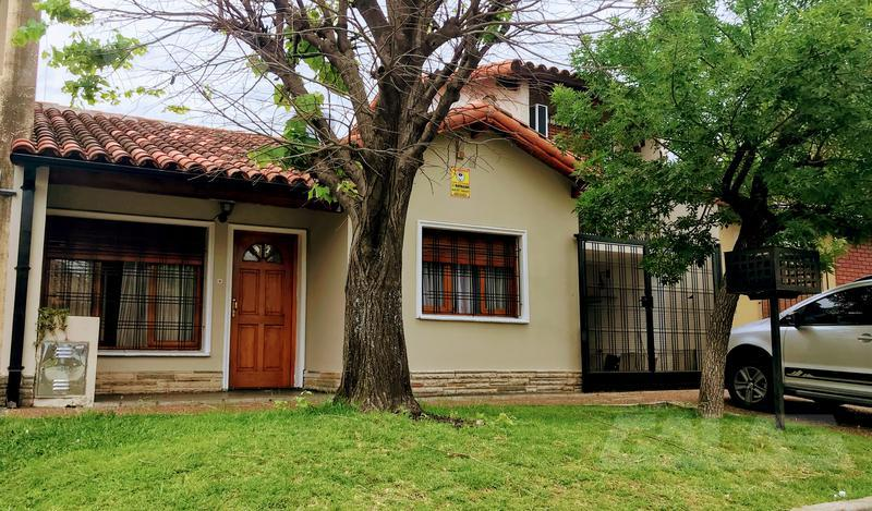 Foto Casa en Venta en  Ituzaingó ,  G.B.A. Zona Oeste  Chilavert 92