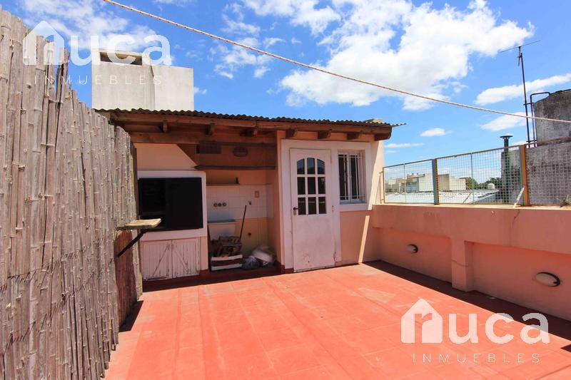 Foto Departamento en Venta en  La Lucila-Vias/Maipu,  La Lucila  Cálido departamento en dúplex, dos dormitorios y terraza con parrilla|-RETASADO-VENTA CON RENTA-