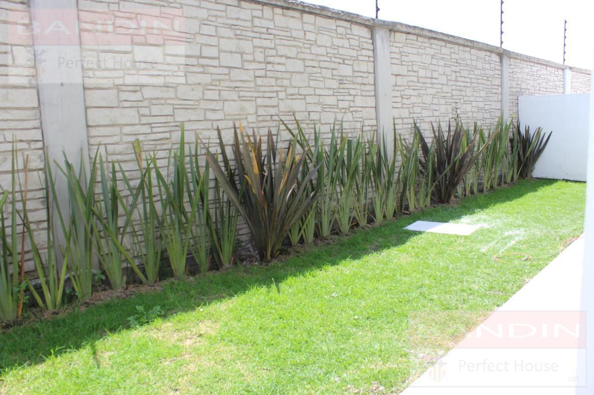 Foto Casa en condominio en Venta en  San Miguel Totocuitlapilco,  Metepec  Condado del Valle