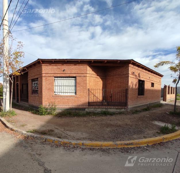 Foto Casa en Venta en  Trelew ,  Chubut  Condarco esq. Lopez y Planes