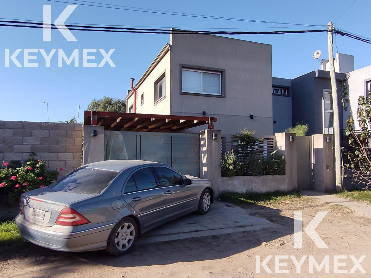 Foto Casa en Venta en  La Plata ,  G.B.A. Zona Sur  Villa Parque Sicardi calle 13 e/ 664 y 665