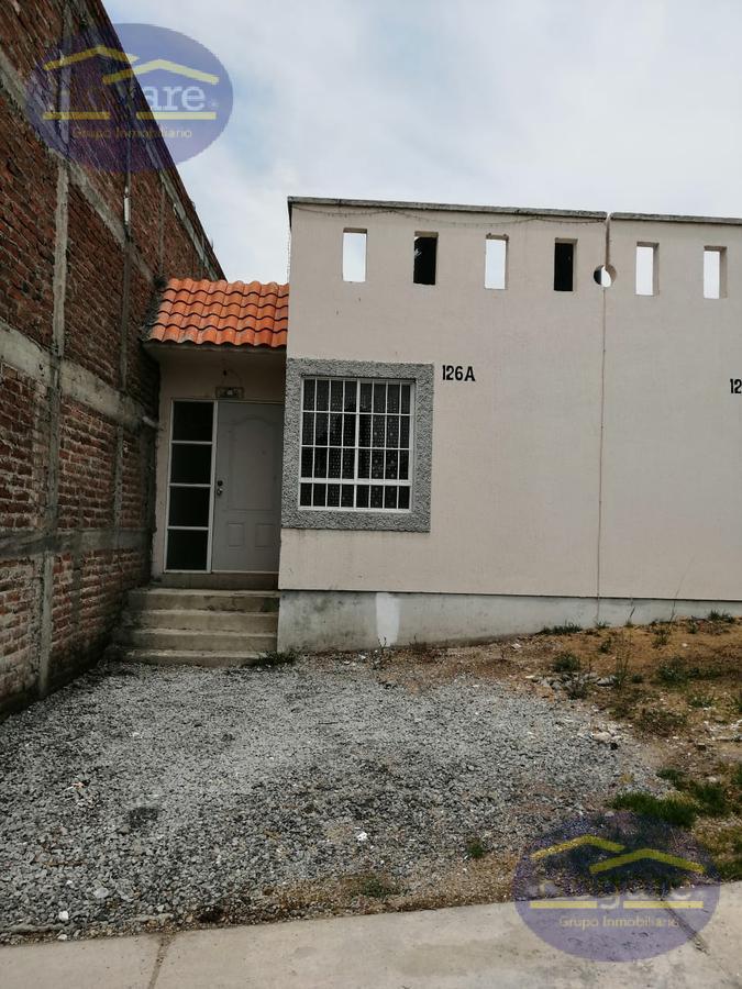 Casa en Venta en Paseos de la Fragua, 1 planta con terreno excedente en León, Gto.