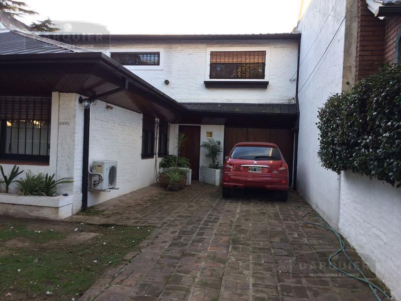 Foto Casa en Venta en  Adrogue,  Almirante Brown  INTENDENTE GONZALEZ ( EX CANALE) 1627