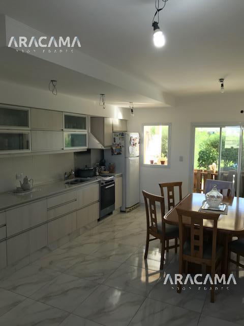 Foto Casa en Venta en  Monte Grande,  Esteban Echeverria  Los Robles