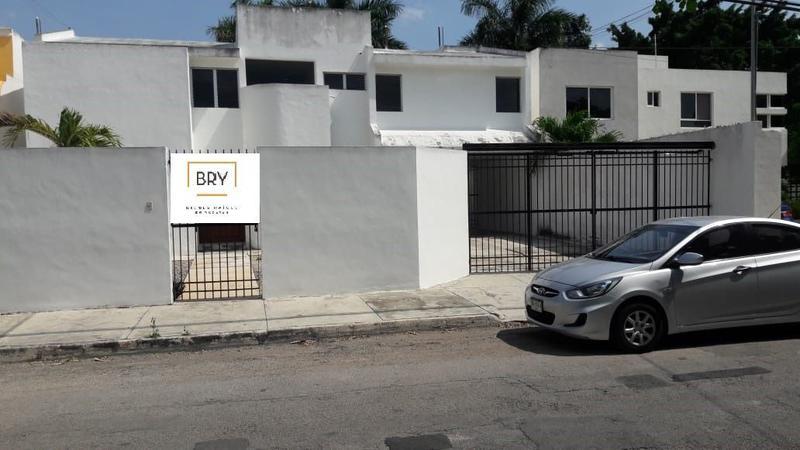 Foto Casa en Venta |  en  Fraccionamiento Montecristo,  Mérida  Se Vende Amplia Casa Sobre Avenida en Montecristo