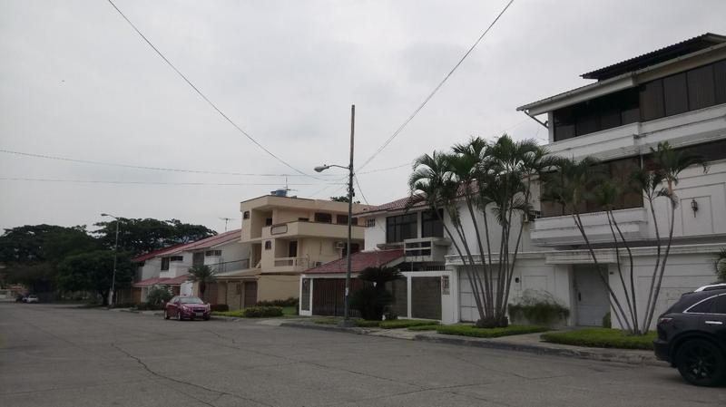 Foto Casa en Venta en  Vía a la Costa,  Guayaquil  VENTA DE AMPLIA VILLA CON SUITE EN COLINAS DE LOS CEIBOS CON SUITE