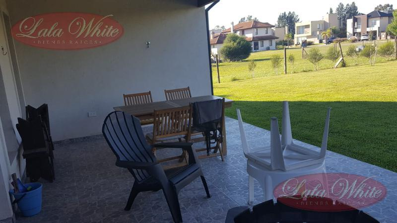 Foto Casa en Venta en  Don Joaquín,  Ezeiza  Excelente casa en barrio Don Joaquín
